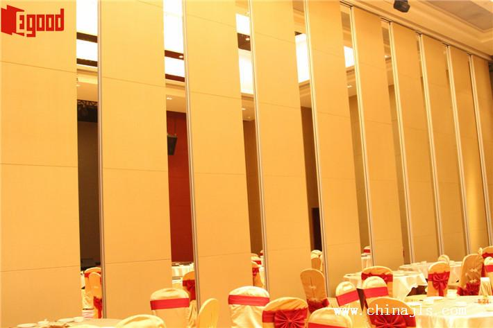 Operable partition wall, banquet hall