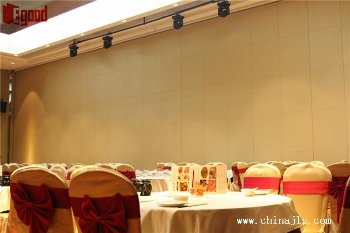 Banquet hall operable partition